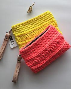 Super crochet jewelry bag yarns Ideas Source by veraluciadeo de croche fio de malha como fazer Crochet Purse Patterns, Crochet Pouch, Crochet Shirt, Cute Crochet, Knit Crochet, Crotchet Bags, Knitted Bags, Crochet Shoulder Bags, Yarn Bag