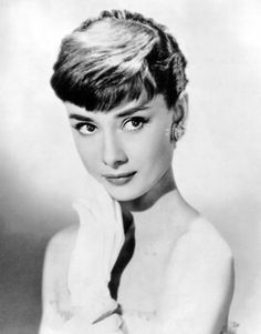 Audrey Hepburn (born 4 May 1929 – 20 January - actress, style icon and humanitarian. One of the world's most famous actresses of all time, remembered as a film and fashion icon of the twentieth century. Devoted much of her later life to UNICEF. Audrey Hepburn Mode, Aubrey Hepburn, Audrey Hepburn Photos, Classic Actresses, British Actresses, Classic Beauty, Timeless Beauty, True Beauty, Grace Kelly