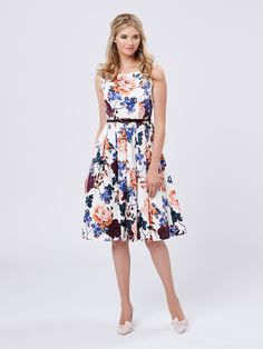 Ladies choosing to wear pleated skirts and dresses can only enhance their natural beauty and elegance. Vintage Outfits, Girly Outfits, Dress Outfits, Glamorous Outfits, Prom Dress Shopping, Online Dress Shopping, Cream Prom Dresses, Frack, Review Fashion