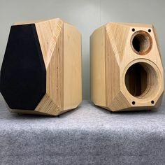 Music Speakers, Sound Speaker, Home Theater Speakers, Diy Speakers, Built In Speakers, Loudspeaker Enclosure, Wood Table Design, Speaker Box Design, Speaker Amplifier