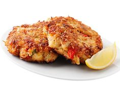 Crisp Crab Cakes Recipe : Ellie Krieger : Food Network - Ellie Krieger relies on good-quality lump crab, not fillers, to make this cake shine. A panko breadcrumb crust keeps them moist inside and crisp on the outside. Healthy Crab Cakes, Healthy Appetizers, Appetizer Recipes, Appetizer Dishes, Crab Cake Recipes, Fish Recipes, Seafood Recipes, Seafood Meals, Grilled Seafood
