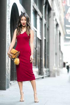 6e6d89a7d17 Summer Reds    Midi dress   Red details