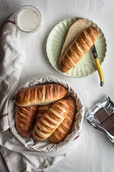 { warm bread and milk } Pan Bread, Bread Baking, Bread Recipes, Cooking Recipes, Babka Recipe, Pan Relleno, Pain Au Levain, Donuts, Brunch