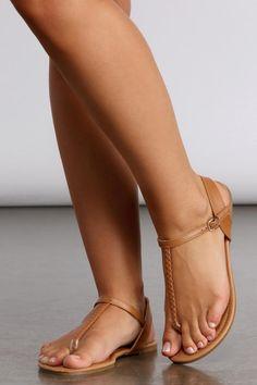 Pretty Sandals, Beautiful Sandals, Cute Sandals, Sexy Sandals, Leather Sandals Flat, Flat Sandals, Gladiator Sandals, Fresh Shoes, Cute Toes