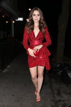 Lily Collins Red Dress at Sant Ambroeus Restaurant in West Village - CelebVegas Lily Collins Bob, Lily Collins Dress, Lily Collins Style, Sexy Legs And Heels, Vanity Fair Oscar Party, Beautiful Hijab, I Love Girls, Hollywood, Glamour
