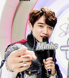 I JUST DIED Minho ♥♥♥ __ Awwwe a fangirl died:) It happens all the time to us. Good job Minho:)