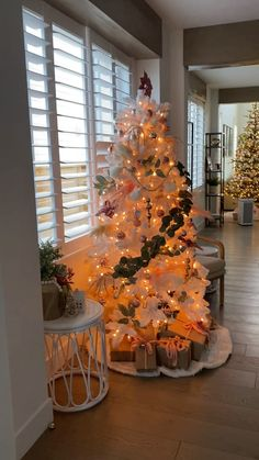 Christmas Home, Christmas Lights, Vintage Christmas, Christmas Holidays, Christmas Crafts, Christmas Bedroom, Christmas Trees, Patio Decorating Ideas On A Budget, Diy On A Budget