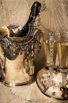 Champagne. Chic display!