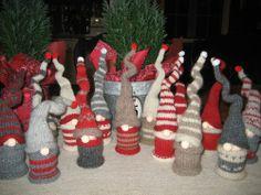 To cute!!  Ravelry: Nadelfreak's 4 grumpy dwarfs  http://www.ravelry.com/projects/Nadelfreak/4-grumpy-dwarfs