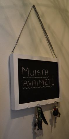 DIY Liitutaulu-avainteline :) DIY, do it yourself, key, keyholder, memory board, blackboard