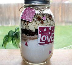 Cranberry White Chocolate Quick Bread Mix in a Jar (mason jar food gifts) Mason Jar Mixes, Mason Jars, Jar Gifts, Food Gifts, Gift Jars, Candy Gifts, Pan Rapido, Pots, Bread Mix