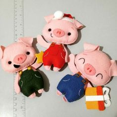Pig Crafts, New Year's Crafts, Diy And Crafts, Chinese New Year Crafts, Felt Fairy, Fabric Toys, Cute Pigs, Finger Puppets, Quilted Bag