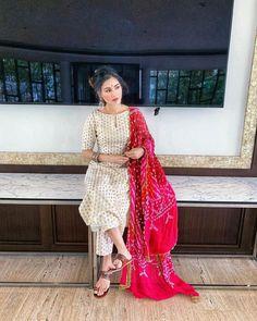 Silk Kurti Designs, Simple Kurta Designs, Kurta Designs Women, Kurti Designs Party Wear, Blouse Designs, Casual Indian Fashion, Indian Fashion Dresses, Indian Designer Outfits, Designer Dresses