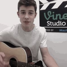 Shawn Mendes Facts - F;30
