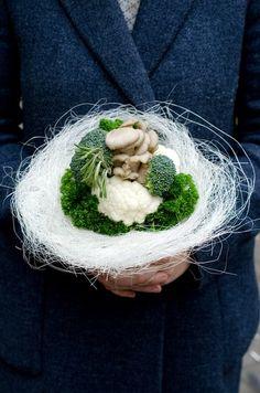Обескураживающе прекрасные букеты из цветной капусты, редиса и лисичек ищут домик. Потому что на кухне, блин, нереально уже!