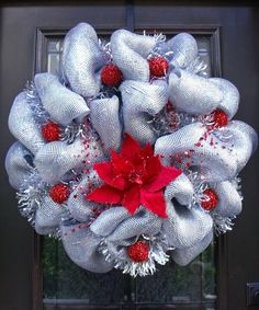 Christmas Deco Mesh Wreath -- one of the prettiest wreaths, ever! Christmas Wreaths To Make, Decorating With Christmas Lights, Holiday Wreaths, How To Make Wreaths, Christmas Decorations, Winter Wreaths, Etsy Christmas, Christmas Balls, Christmas Projects