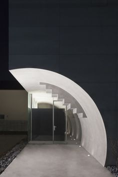 Tunnel House / Makiko Tsukada Architects Concrete can be used to form smooth shapes like this entryway depicted. The shape consists of positive and negative spaces