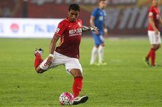 Guangzhou Evergrande midfielder Paulinho has denied speculation linking him with a return to European football...........