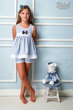 Comuniones Little Girl Outfits, Little Girls, Young Fashion, Kids Fashion, Nighties, Dance Costumes, Kids Wear, Pjs, Arrow