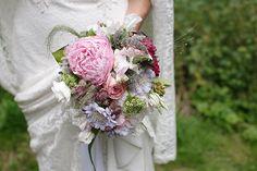 #Brautstrauß bei #Vintagehochzeit •  Bouquet at a vintage wedding