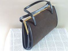 VINTAGE RETRO BROWN FAUX LEATHER AND VELOUR HANDBAG BAG KISS TWIST CLASP UPRIGHT