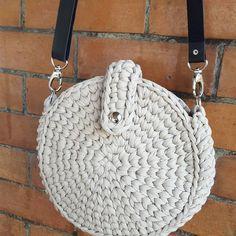 New Crochet Bag Pattern Boho Yarns Ideas Crotchet Bags, Bag Crochet, Crochet Handbags, Crochet Purses, Knitted Bags, Crochet For Beginners Blanket, Crochet Flower Tutorial, Backpack Pattern, Fabric Yarn