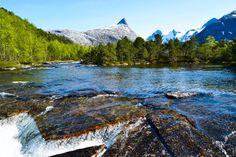 Åselielva i Bodø med Børvasstindene i bakgrunn     http://www.tursiden.no/aselielva-i-bodo-med-borvasstindene-i-bakgrunn/