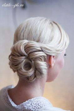 White and Gold Wedding. Bridesmaid Hair. Natural Hair. Coiffure de mariage / wedding hair style