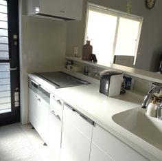 キッチン収納★スパイスニッチ(キッチンニッチ)が便利。高さにあった調味料瓶はこれ!|目指せフレンチシック・オシャレな家づくり Stacked Washer Dryer, Washer And Dryer, Kitchen Cabinets, New Homes, Home Appliances, Flooring, House, Home Decor, Instagram