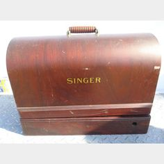 Antique Singer Sewing Machine in Wood Round Top Carry Case | Kings Auction & Appraisal
