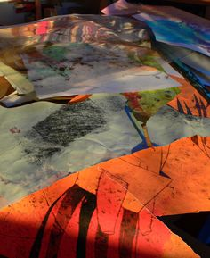 #ARTE #LIBROS #ILUSTRACION -  ABORTO by @Katarzyna Rogowicz . Esa fue la luz que se coló en mi estudio. Me dió la idea de hacer las alas de COLIBRÍ con todo tipo de papeles entintados y a la vez parte de los trabajos anteriores. Del libro de ilustración FEVER. +INFO: http://katarzynarogowicz.wordpress.com  CAMPAÑA verkami www.verkami.com/projects/3473