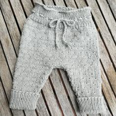 paxwaldi's a Winter Baby Pants Baby Pants Pattern, Baby Hat Patterns, Baby Knitting Patterns, Crochet Baby Pants, Knit Crochet, Drops Baby, Baby Winter Hats, Filet Crochet Charts, Baby Leggings