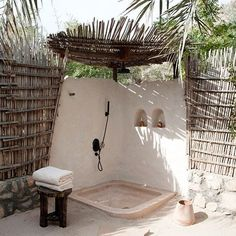 Outdoor shower dreaming on these hot and humid summer days in Byron Bay. How amazing this would be. :) Via Pinterest #outdoorinspo