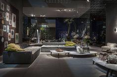 """Новый диван Miami от Paola Navone имеет два варианта спинки - обычный (как на фото_ и с валиками (как на следующем). Подушки сидения - мягкие с наполнением из пуха и по виду очень необычные - они имеют """"выточки"""" и ниточки которые становятся элегантным декоративным элементом. Как раз такие подушки с более легким наполнением используются в качестве декоративных в диване Hard&Soft.  #baxtermadeinitaly #fuorisalone #fuorisalone2016#salonedelmobile #salonedelmobile2016 #isaloni#isaloni2016…"""
