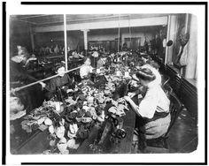 The Teddy Bear factory, NY 1915