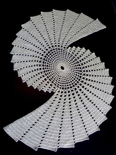 August 2012 Ravelry: Fractal pattern by Essi Varis But feeling uncomfortable with that lacy, grandmotherish… Crochet Doily Patterns, Crochet Doilies, Filet Crochet, Knit Crochet, Crochet Phone Cases, Crochet Mobile, Fractal Patterns, Crochet Table Runner, Crochet Decoration