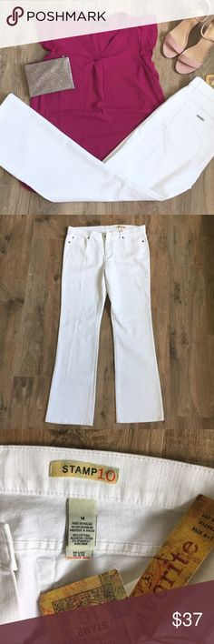 🔸NEW🔸NWT White Denim Gorgeous NWT white denim. Perfect for spring and summer! Dress them up for date night with your significant other or for girls night out. Dress them down for running around town or heading to cheer on your favorite sports team!! 🚭non smoking home Stamp10 Pants