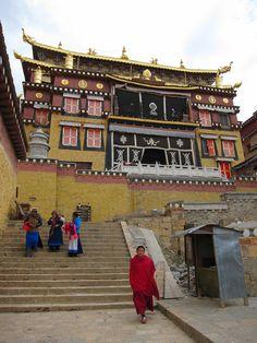 Das Kloster Ganden Songtsenling ist ein Kloster des tibetischen Buddhismus in Shangri-La, Provinz Yunnan. Es ist das größte Kloster der Gelug-Schule des tibetischen Buddhismus in Yunnan.