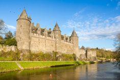 Viaje a Bretaña francesa - Josselin Cathedral, Building, Travel, France Travel, Stone Houses, French Tips, Hotels, Castles, Pays De La Loire