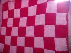 couverture tricot rose et blanc