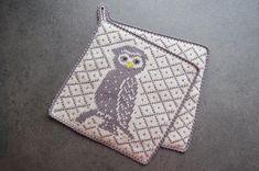 Mønster på puteoppskrift kan brukes til grytekluter, så lenge man velger tynnere garn og pinner👍🏻😊Disse har min kjære mamma strikket til…