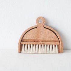 Table Brush Set / Lilietnene....great idea..need this