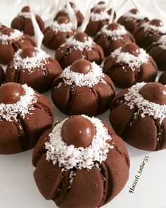 Image may contain: food Chocolate Flowers, Food Decoration, Turkish Recipes, Doughnut, Yogurt, Biscuits, Muffin, Cooking Recipes, Cookies