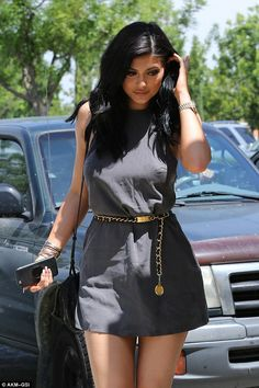 Lunch-break: She tucked her hair away from her pretty face, as she stepped out in the exclusive neighbourhood of Los Angeles