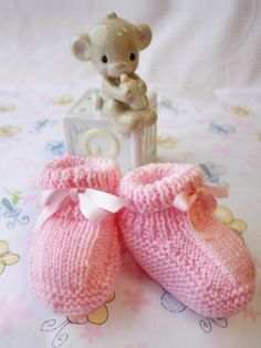 These Basic Baby Booties are sure to delight everyone who lays eyes on them. This pattern is perfect knitting for beginners and you won't believe how quickly you finish these adorable knitted baby booties. Baby Booties Knitting Pattern, Knit Baby Booties, Baby Knitting Patterns, Baby Patterns, Free Knitting, Crochet Patterns, Knitting Needles, Kids Knitting, Booties Crochet