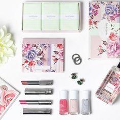 Não estou sabendo lidar... Ainda encantada com a nova linha @marykaybrasil em parceria com a @patriciabonaldi {} Hoje vou fazer uma make usando todos esses produtos!!! E vou mostrar tudo aqui no #instagramstories  #marykay #marykaybrasil #patriciabonaldi #intothegarden #makeup #dujour #newin #beautytips #beautyproducts #chriscastro #girisbioggers #flowers #spring2016 #flores #instabeauty #instalike #instaglam