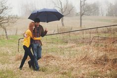 Rainy day engagement photos - so beautiful!