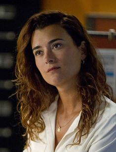 Cote de Pablo (b María José de Pablo Fernández - Nov 12, 1979 in Santiago, Chile), is an actress & singer. She moved to the US (age of ten), - studied music, theater & acting. She is primarily known for her portrayal of Ziva David in the TV drama NCIS. De Pablo was once in a long-term relationship w actor Diego Serrano. Because of kickboxing during scenes, de Pablo was injured several times on NCIS, incl injuring her neck & back. She currently lives in LA.
