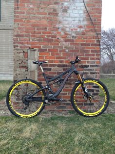Gus' Pivot Mach 6 Carbon - edgewrench's Bike Check - Vital MTB