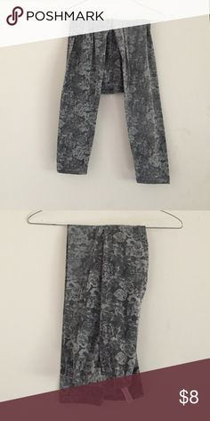 Floral leggings Grey floral leggings Xhilaration Pants Leggings